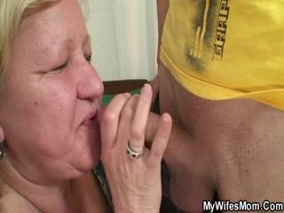 Бабушка сделала отличный секс-масса