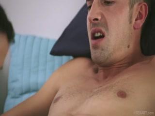 Сексуальная девушка сосет и трахается в пизду
