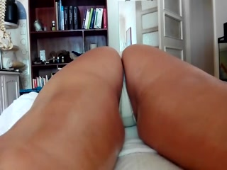 Секс видео бесплатно с массажистом и его красивой клиенткой дома на диване, пока муж не видит этого!