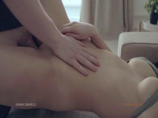 Порно видео с молодой девушкой на кровати - она дала