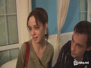 Мужики устроили оргию с молодыми девушками на вечеринке в клубе - порно видео