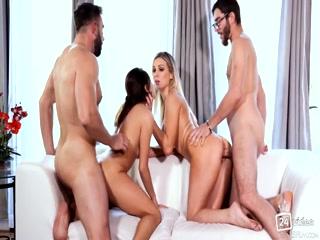 Секс видео зрелой дамы, которая трахается сразу со всеми тремя мужчинами