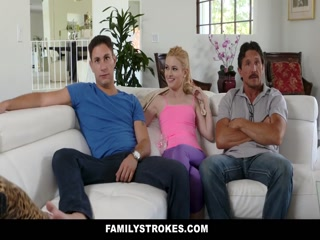 Секс втроем - блондинка трахается со своим мужем и двумя друзьями-неграми