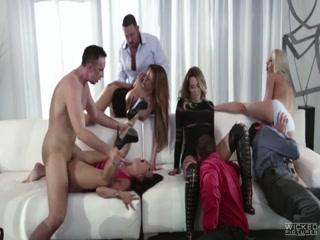 Смотреть порно видео голых зрелой тётке